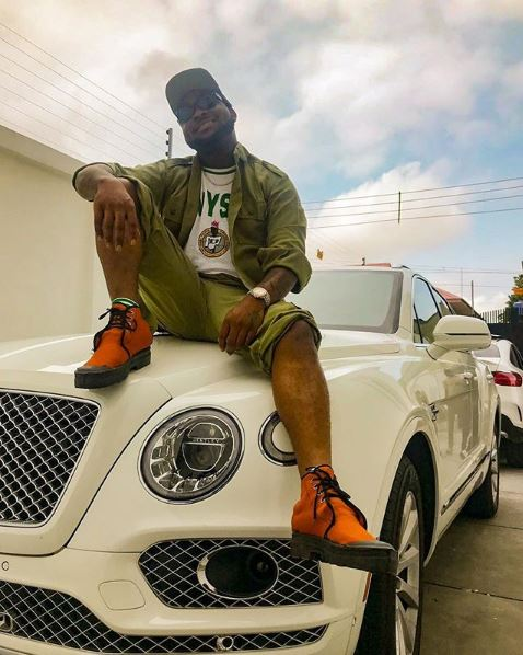 Davido's appearance got his fellow corps members go gaga as he arrives at the NYSC camp in lagos