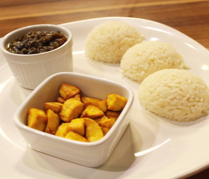 Ofada Sauce, White Rice And Plantain (Recipe) | Wake Up Nigeria