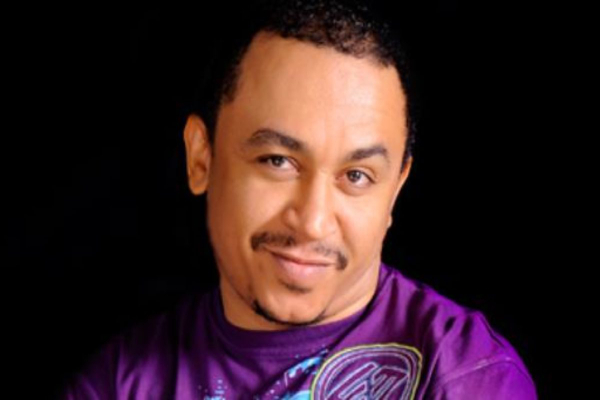 Daddy Freeze reacts to the video of two grown men who fought at Burna Boy's Concert